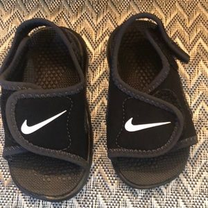 Brand new toddler boy Nike sandals size 5